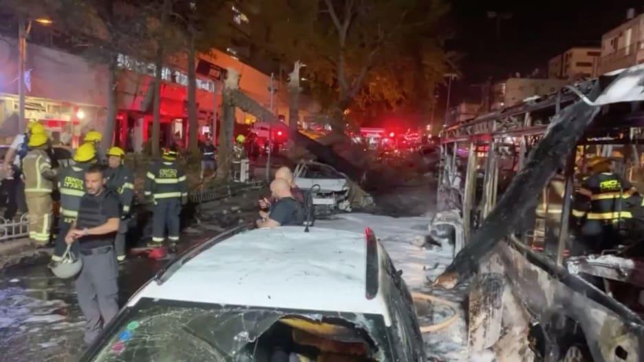 شاهد.. 7 إصابات في حافلة استهدفها الهجوم الصاروخي الفلسطيني في إسرائيل