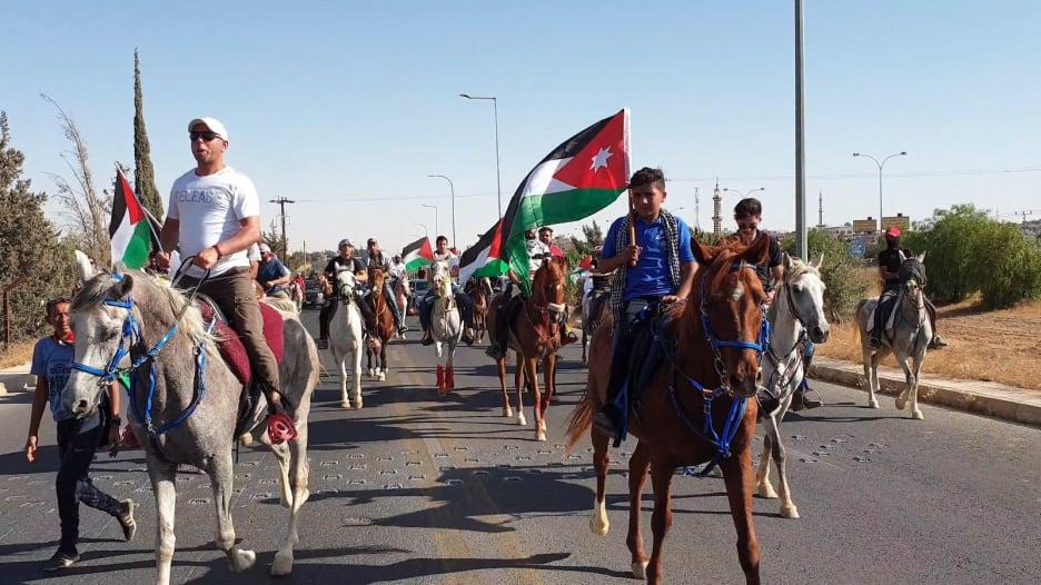 الأردن: مسيرة رمزية بالخيول تضامنا مع الفلسطينيين