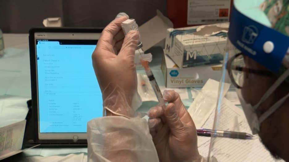 رئيس فايزر: الناس سيحتاجون إلى جرعة معززة للقاح كورونا بعد عام من الأولى