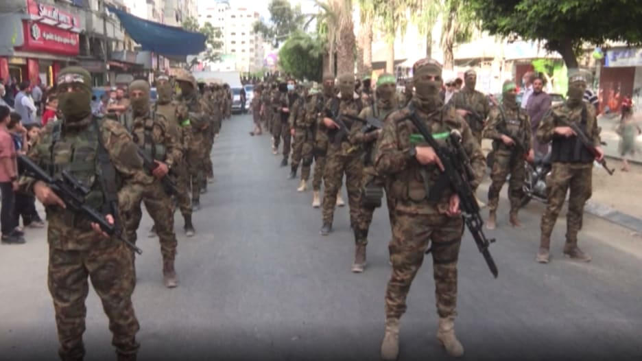 بعد اتفاق وقف اطلاق النار مع إسرائيل.. مسلحون من حماس يجوبون شوارع غزة
