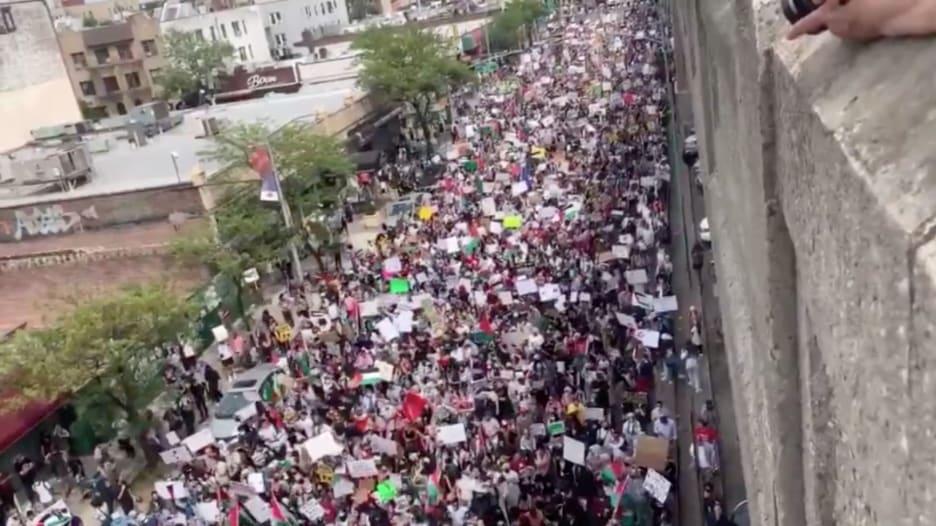 """واصفا نفسه بـ""""حليف غير فلسطيني"""".. ناشط يهودي ينشر فيديو لمظاهرة في نيويورك"""