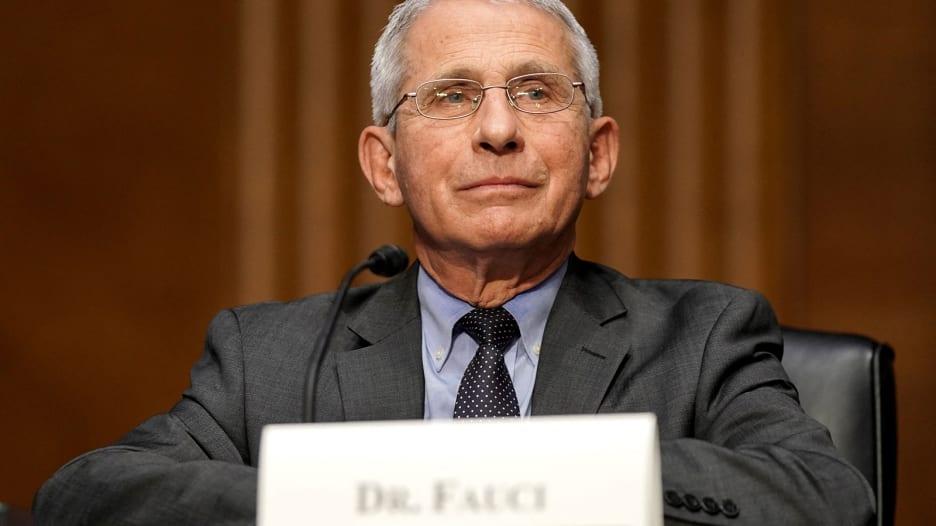 """الدكتور فاوتشي يقول إنه """"غير مقتنع"""" بأن فيروس كورونا تطور بشكل طبيعي.. ماذا يقصد بذلك؟"""