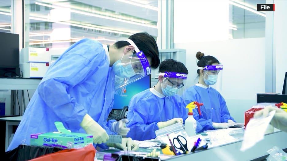 """ماذا نعرف عن المختبر في ووهان الذي هو في مركز نظرية """"تسرب من مختبر"""" حول أصول فيروس كورونا؟"""