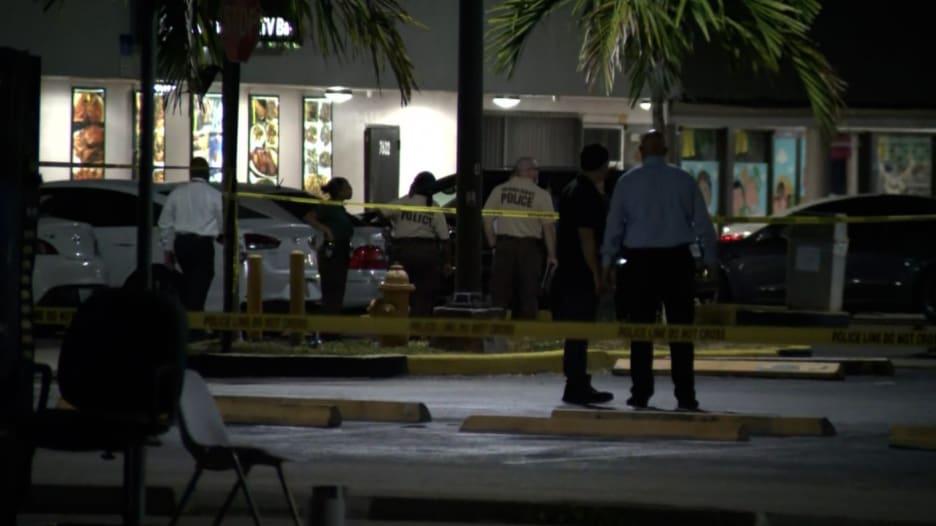 """الشرطة الأمريكية: مقتل 2 وإصابة أكثر من 20 في إطلاق نار """"موجّه"""""""