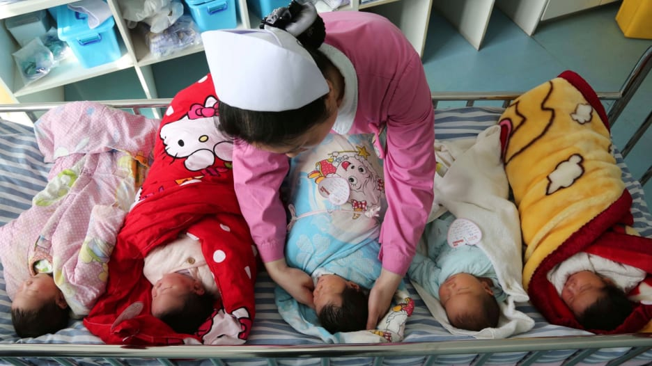 الصين تسمح لسكانها إنجاب ما يصل إلى 3 أطفال