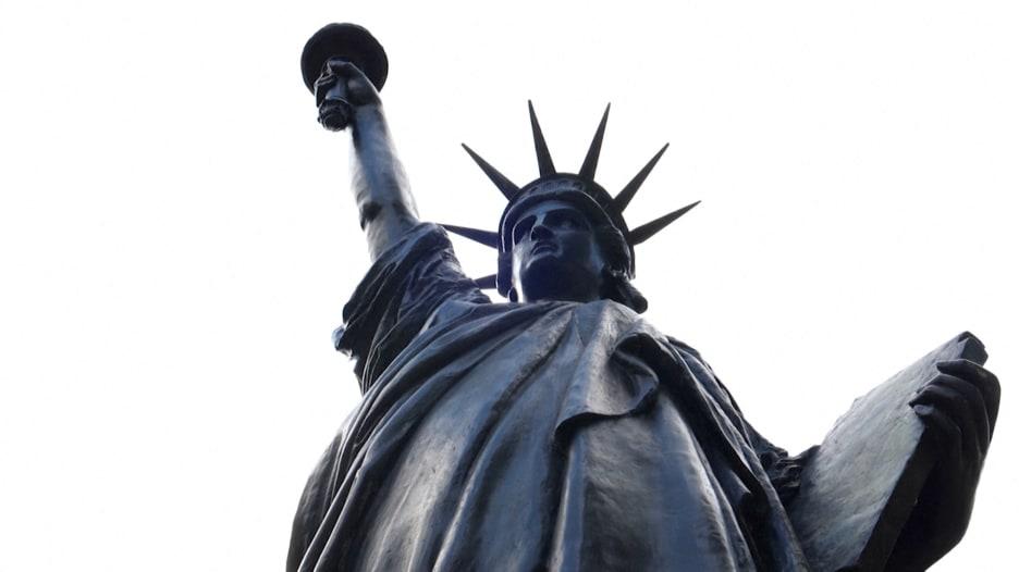 فرنسا ترسل نسخة أخرى من تمثال الحرية إلى أمريكا