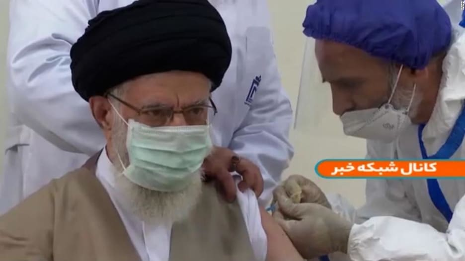 شاهد.. خامنئي يتلقى لقاح مضاد لكورونا تم تطويره في إيران