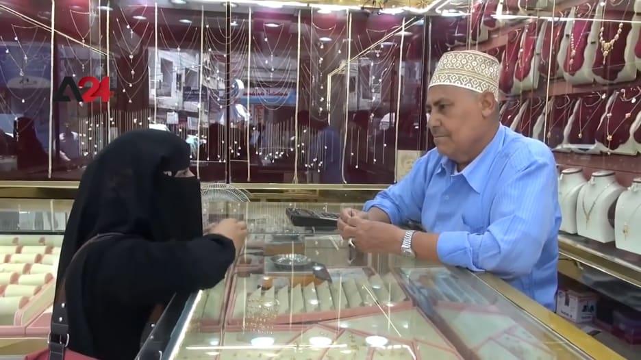 نساء في اليمن يلجأن لبيع مجوهراتهن بسبب الجوع