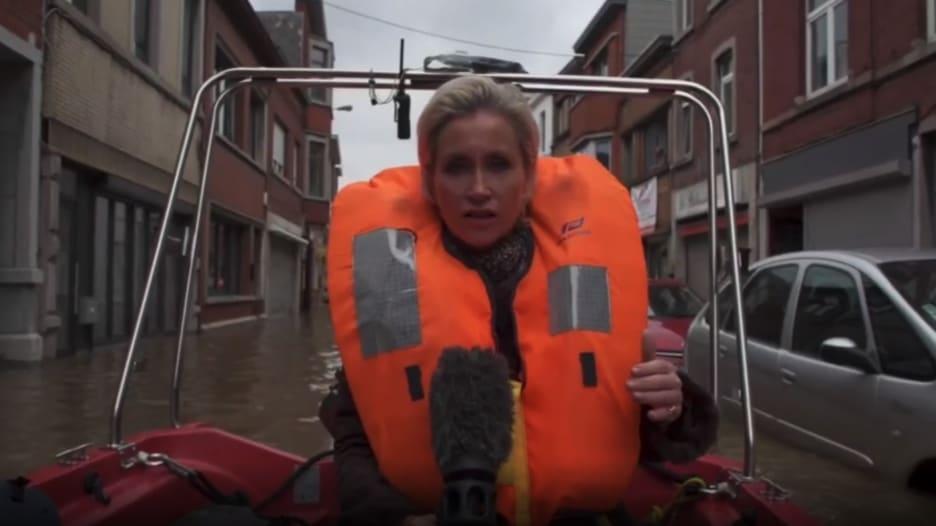 على متن قارب في شوارع بلجيكا.. كاميرا CNN ترصد آثار الفيضانات المدمرة