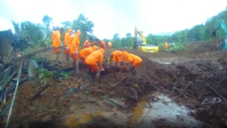 قتلت العشرات ودفنت قرى.. مشاهد مرعبة من فيضانات الهند الكارثية