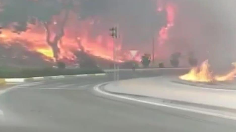 شاهد.. لحظة اندلاع حرائق هائلة في الغابات جنوب تركيا