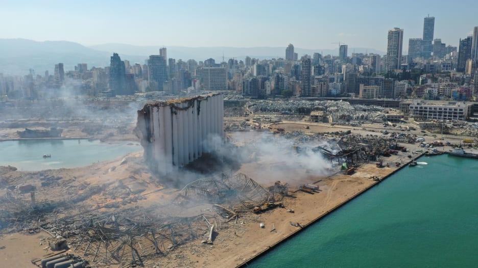 غبار انفجار مرفأ بيروت يسد الأفق.. مراسل CNN يكشف وقع الفاجعة: لم أشف منها بعد