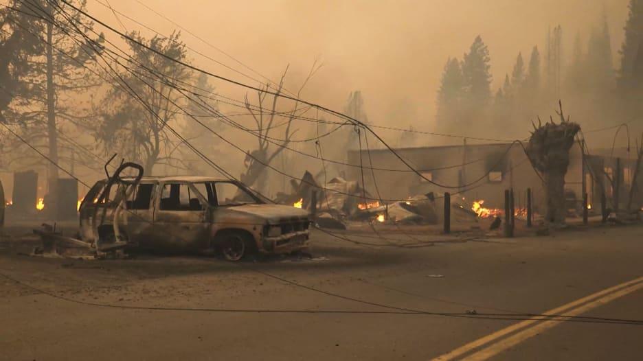 حريق يسوّي بلدة أمريكية بالأرض ويقضي على أغلب معالمها