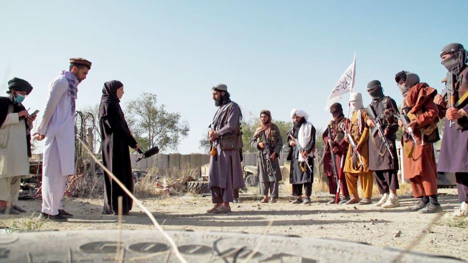 حصري.. CNN تلقي نظرة على غنائم الحرب التي حصدتها طالبان من القواعد العسكرية الأمريكية السابقة