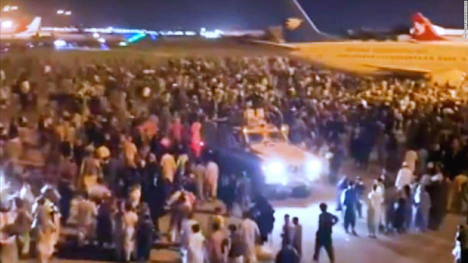 مشاهد الفوضى من مطار كابول بعد دخول طالبان العاصمة الأفغانية