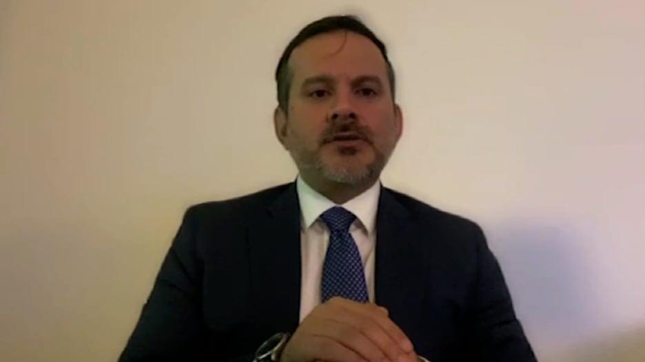 محافظ البنك المركزي الأفغاني السابق يصف الفوضى بعد هروب أشرف غني