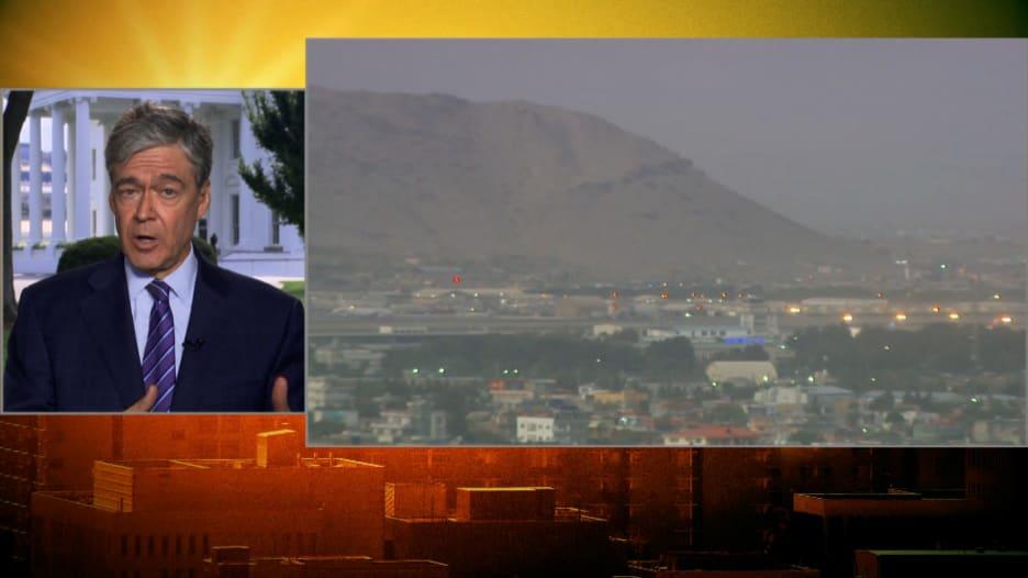 ما موقف البيت الأبيض من الانفجار خارج مطار كابول؟.. مراسل CNN يوضّح
