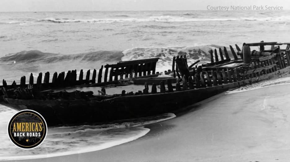 """""""مقبرة المحيط الأطلسي"""".. تعرف إلى هذه المنطقة التي استسلمت لها آلاف السفن في أمريكا"""
