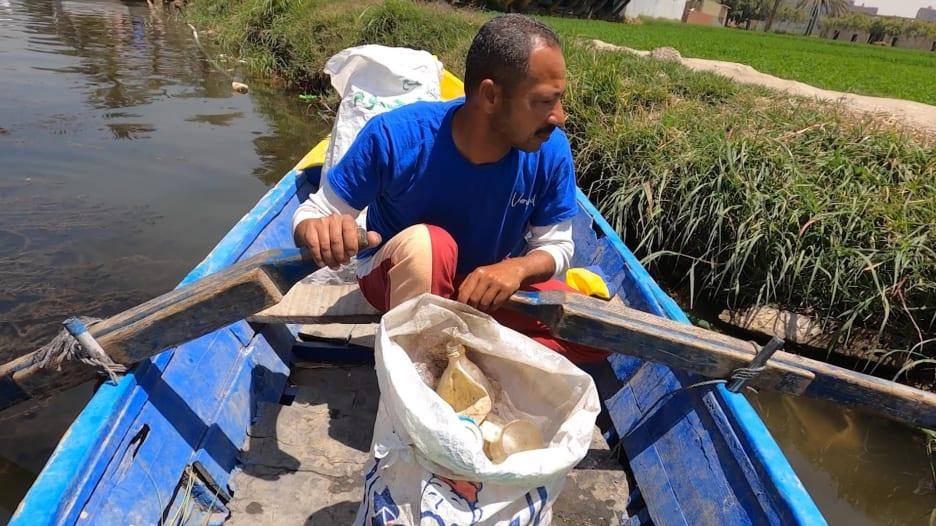 حقائب وأرائك مصنوعة من مواد مستخرجة من نهر النيل.. هذا ما تفعله هذه الشركة بمصر