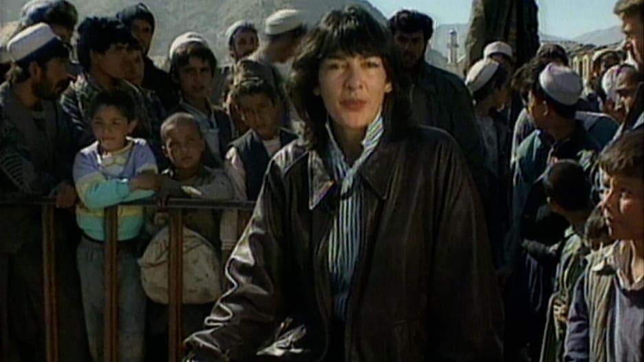 """التقت طالبان في التسعينيات وقابلت كرزاي.. كبيرة مراسلي CNN الدوليين تستذكر """"الجحيم"""" بأفغانستان"""