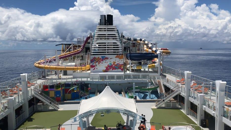 """شاهد..داخل سفينة بـ""""رحلة بحرية إلى لا مكان"""""""
