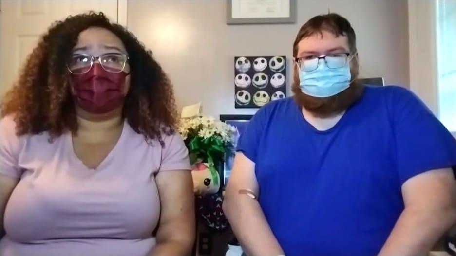 توفيت ابنتهما البالغة من العمر 10 سنوات بفيروس كورونا بعد أيام من إصابتها.. شاهد ماذا قالا