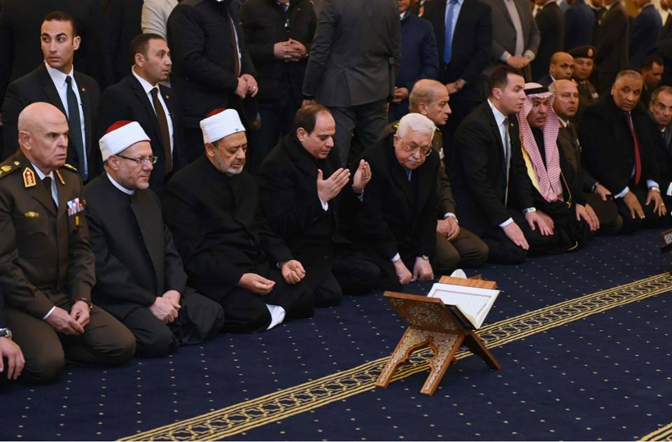 قرقاش عن افتتاح السيسي مسجد وكاتدرائية في العاصمة الإدارية: رسالة عظيمة