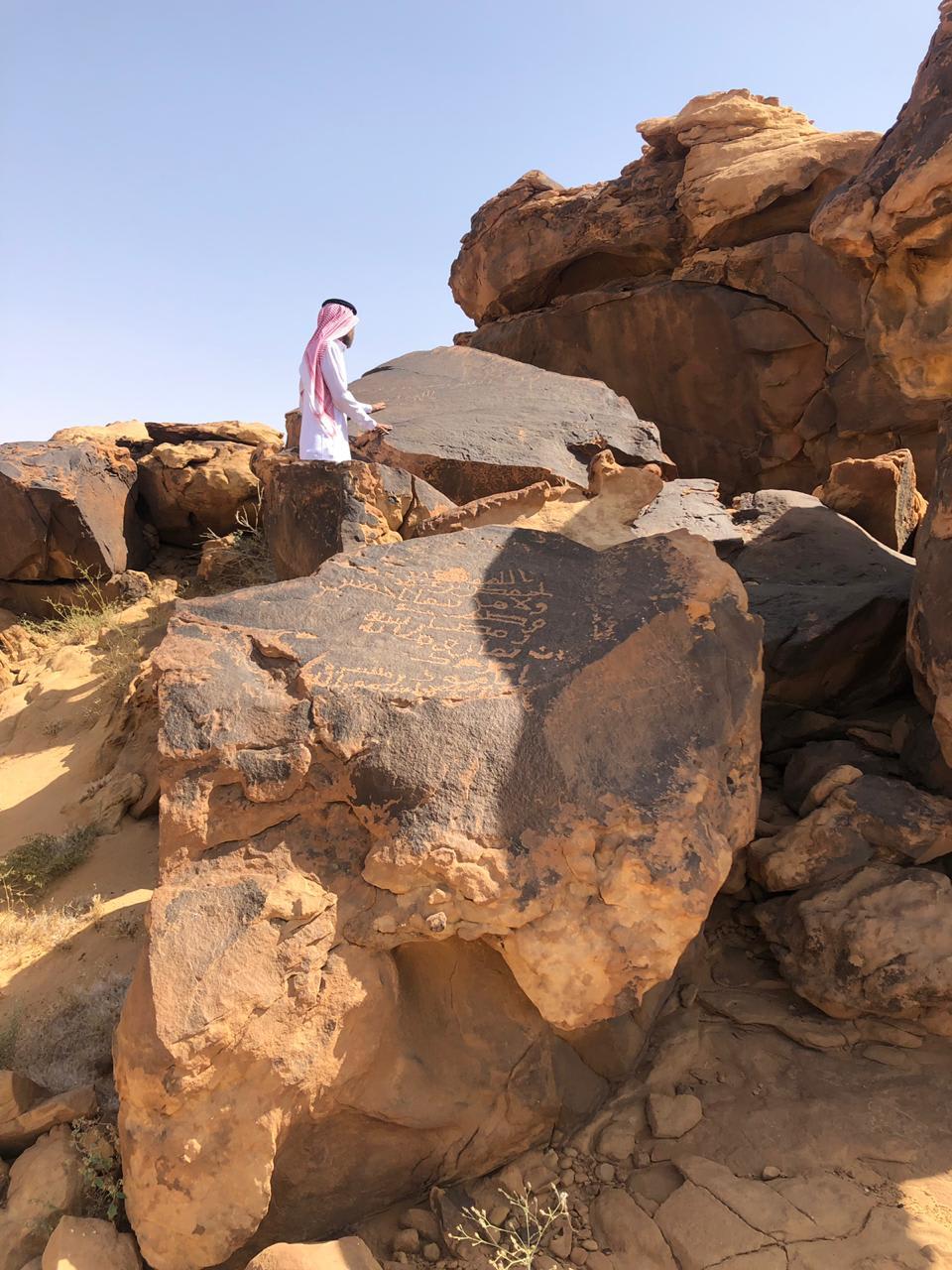 العثور على نقش تاريخي يعود لأكثر من ألف عام بالسعودية.. ما الذي كُتب فيه؟