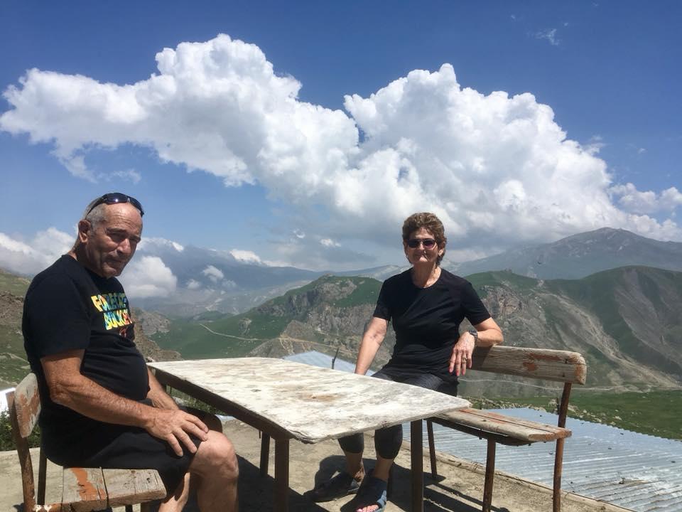 بين لعب النرد وشرب الشاي.. اختبر الحياة في أعلى قرية في القوقاز ليوم واحد