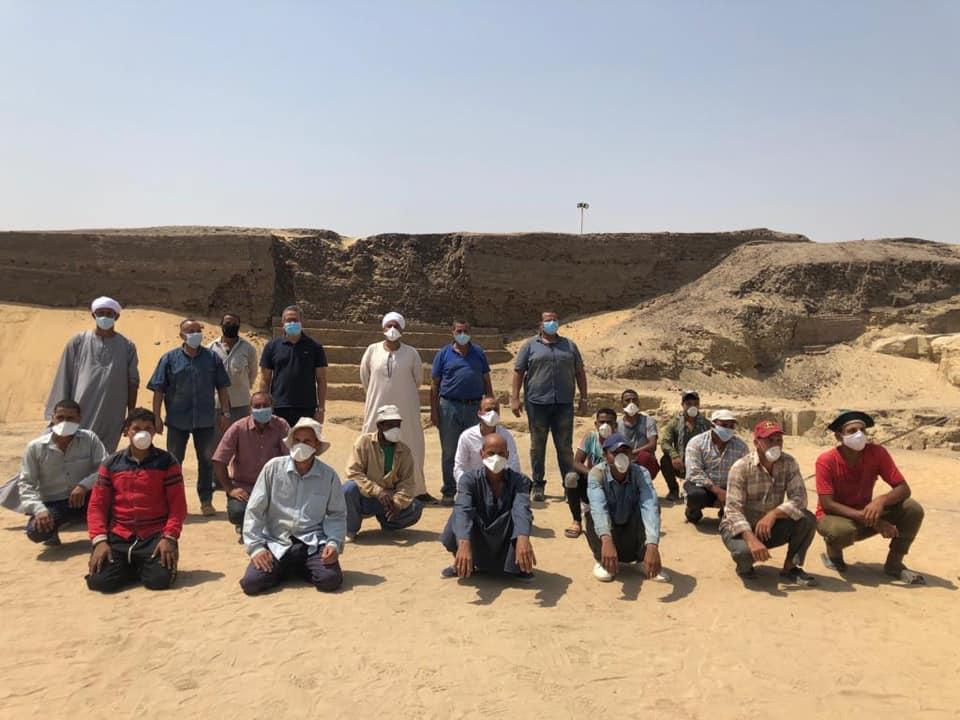 كتشاف بئر دفن يحتوي على 13 تابوتا آدميا مغلقا منذ 2500 عام بمنطقة سقارة