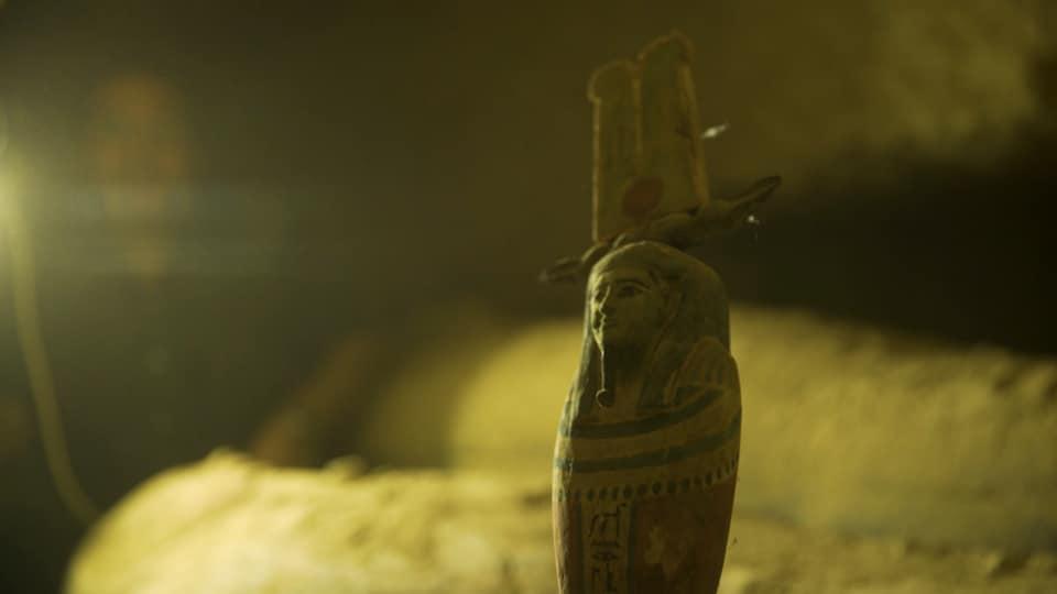 اكتشاف بئر دفن يحتوي على 13 تابوتا آدمياً مغلقاً منذ 2500 عام بمنطقة سقارة