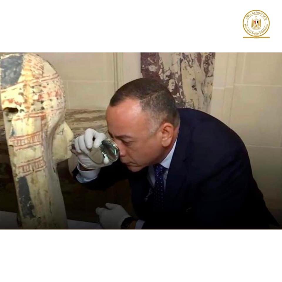 من بينها تمثال للملك أمنحتب الثالث.. عودة 114 قطعة أثرية تم ضبطها بفرنسا لمصر قريبا