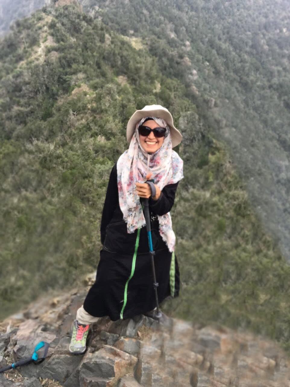 بعد كونها مقعدة لأعوام.. سعودية تتحدى الإعاقة لتصل إلى القمم