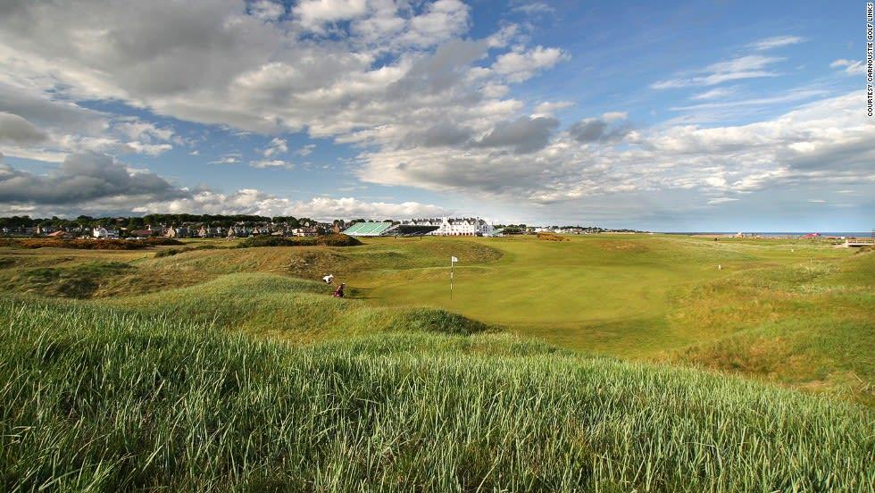 """ملعب """"Carnoustie Golf Links"""" في اسكتلندا"""
