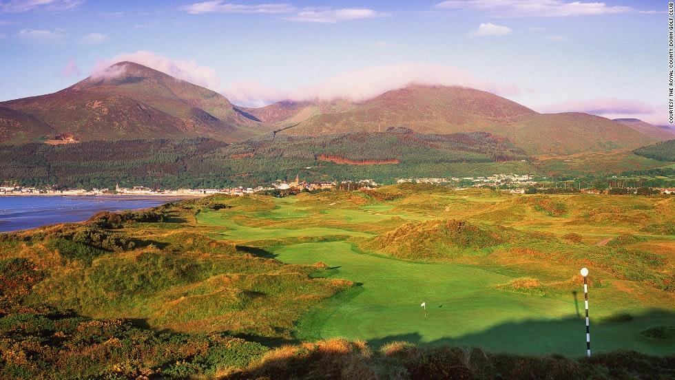 """نادي """"Royal County Down"""" للغولف في إيرلندا الشمالية"""