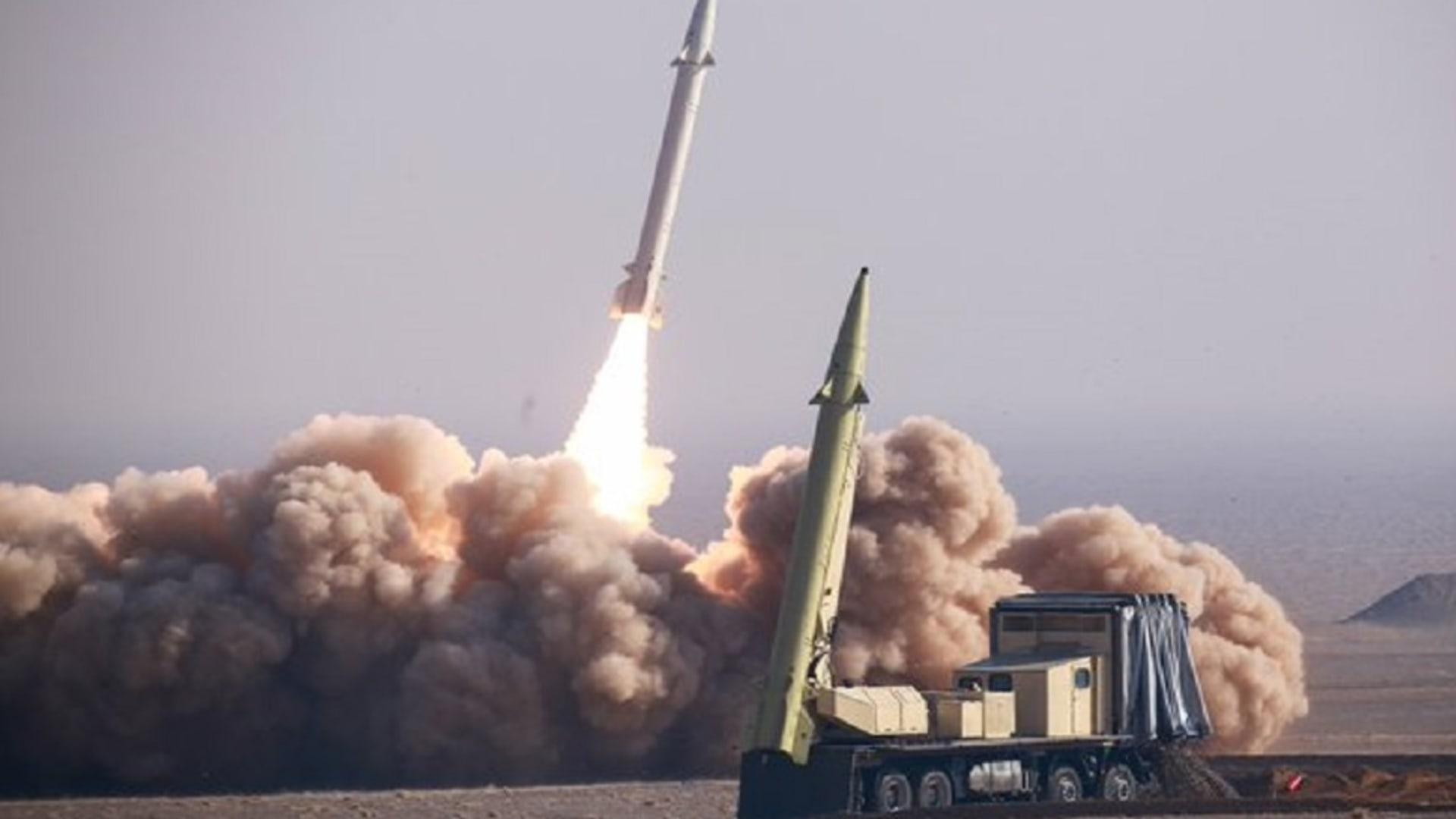 إيران تجري مناورات بصواريخ بعيدة المدى مضادة للسفن في المحيط الهندي