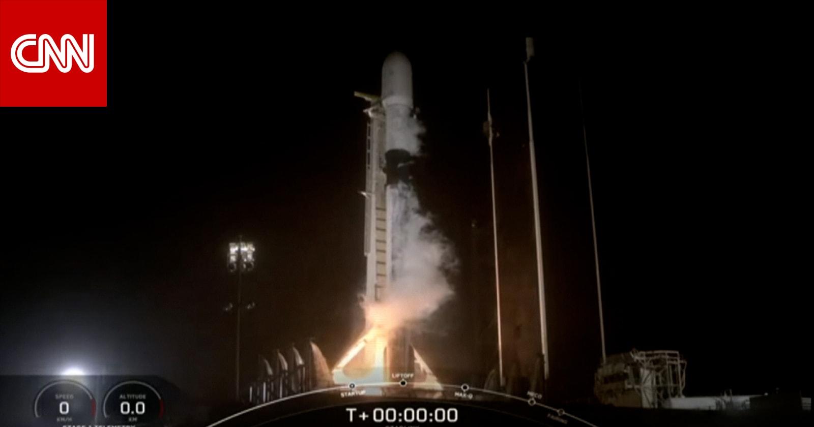 """""""سبيس إكس"""" تطلق صاروخاً يحمل 60 قمراً صناعياً إلى الفضاء.. والهدف 40 ألف"""
