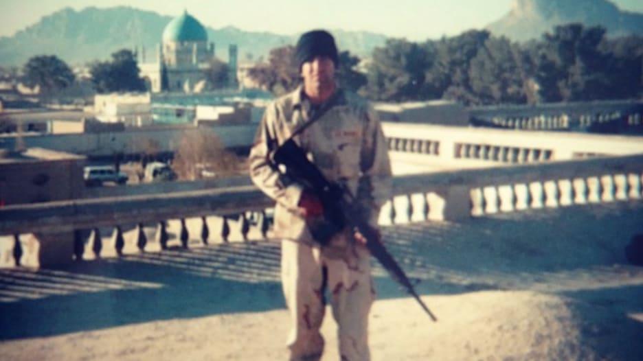 فر من أفغانستان كلاجىء وعاد إليها كجندي مشاة في البحرية الأمريكية في هجمات سبتمبر.. أفغاني يروي ما مر به