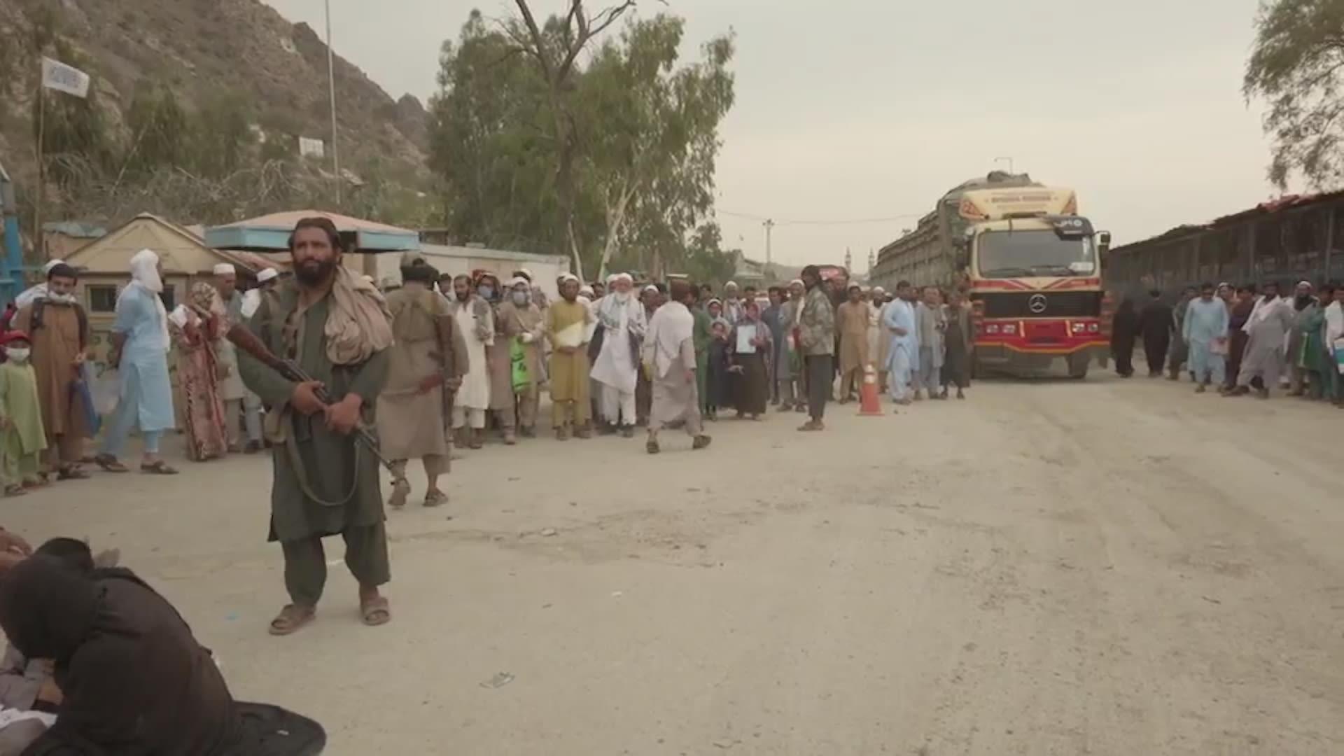 الحدود مع باكستان.. أفغان يهربون من طالبان ويفشلون بتحقيق أهدافهم