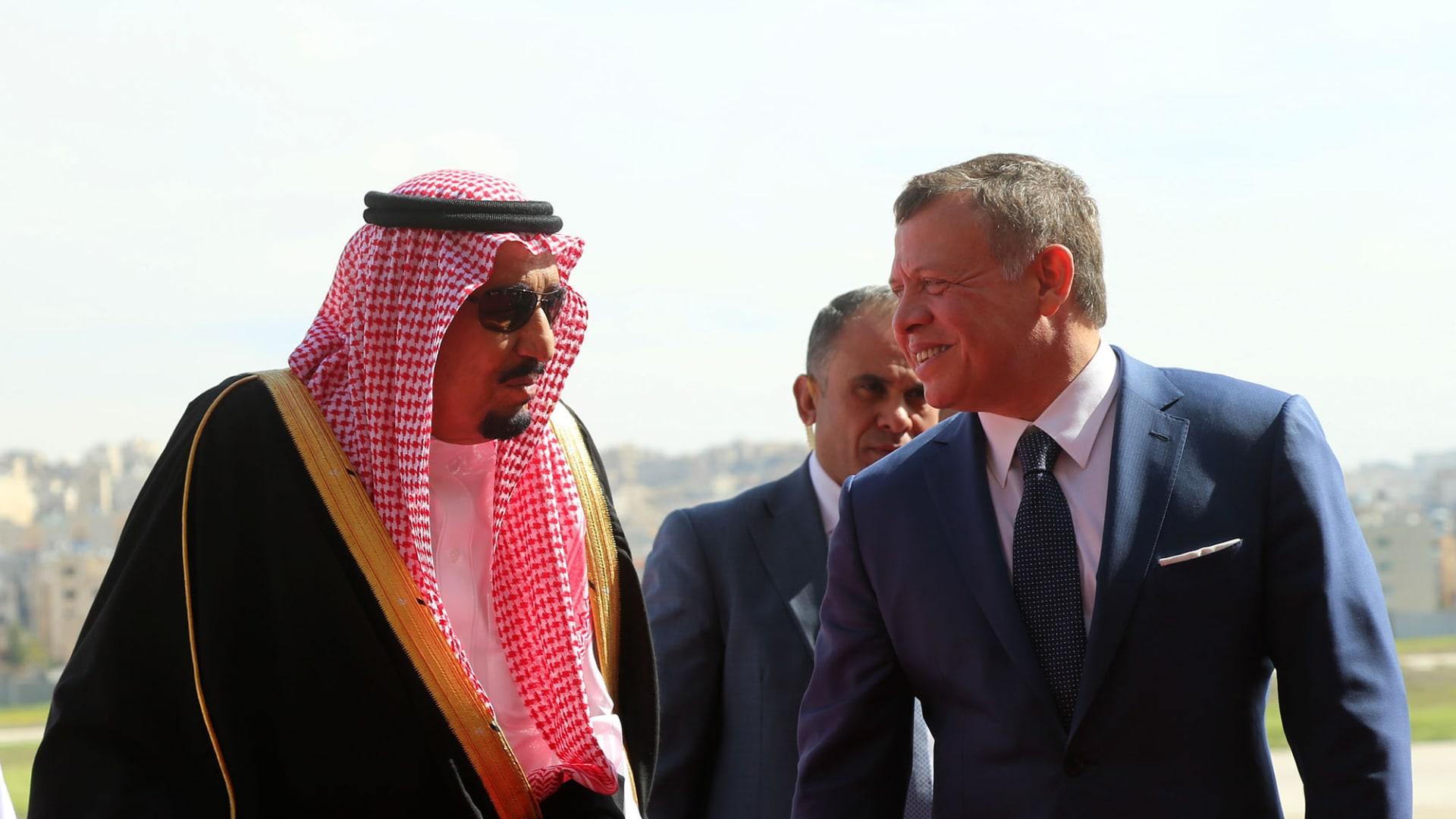 العاهل السعودي يبعث رسالة دعم للأردن.. والملك عبدالله يُثمن موقف الرياض