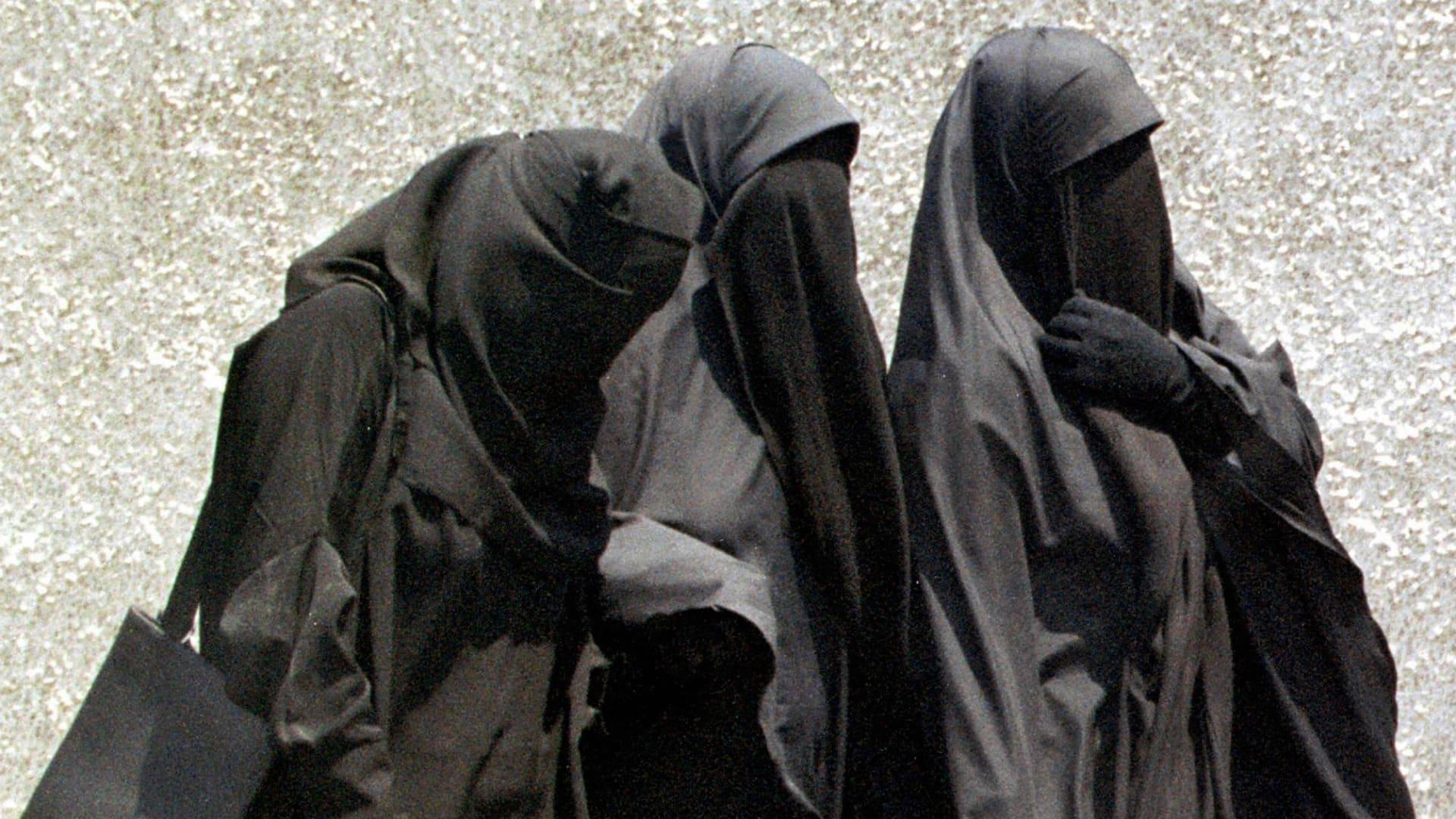 صورة أرشيفية تعبيرية لنساء يرتدين النقاب