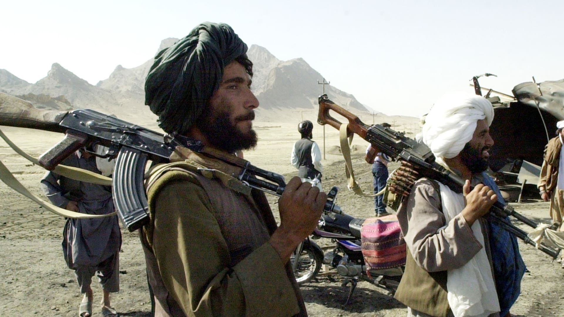تعذيب وحشي وعنف مفرط.. صحفيان يرويان لـCNN ما تعرضا له على يد طالبان