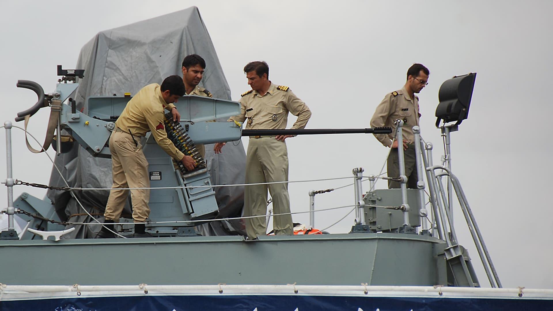 صورة أرشيفية لعناصر بالبحرية الإيرانية