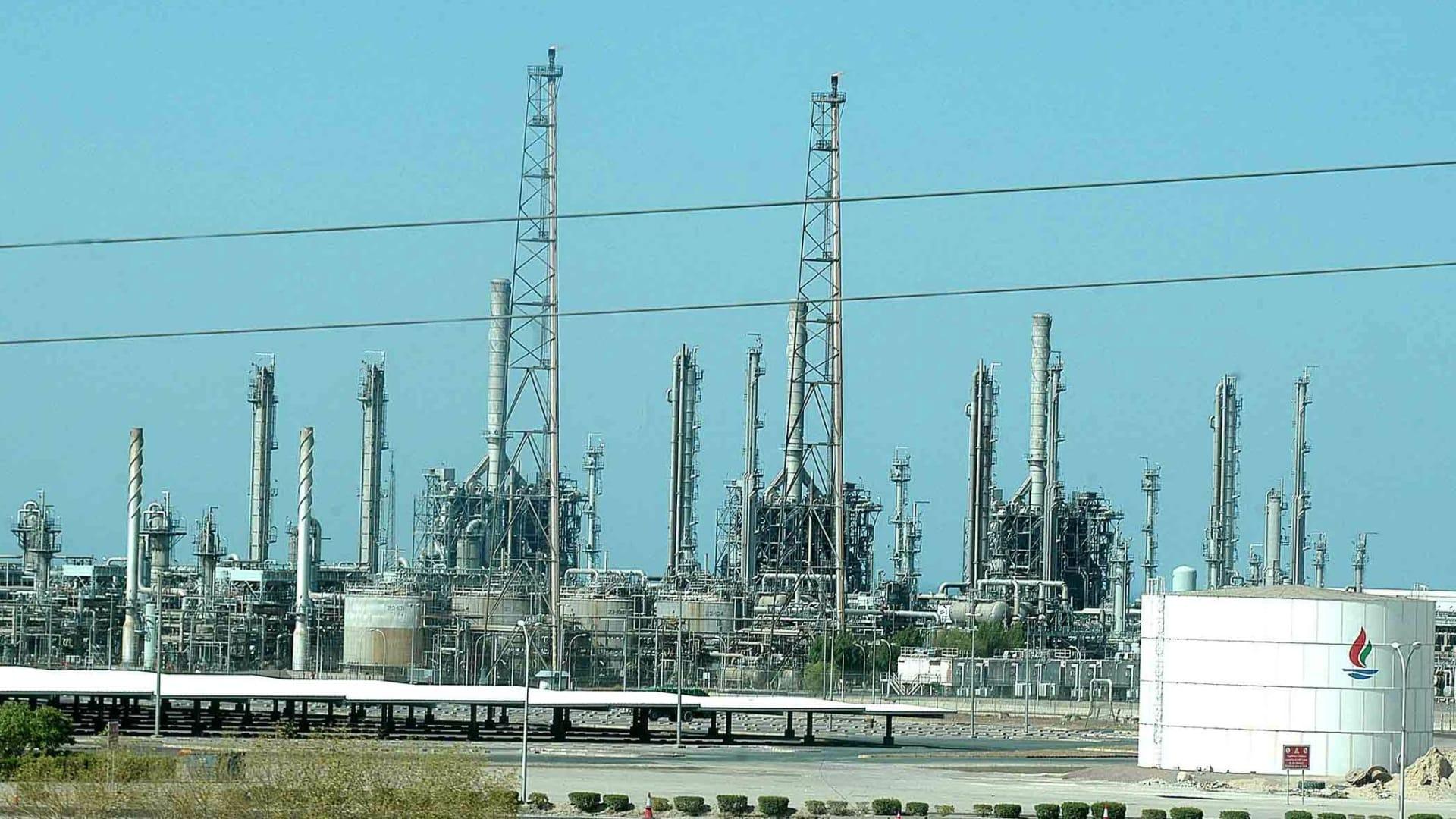نظرة عامة تظهر مصفاة النفط الرئيسية في الكويت في الأحمدي 1 أغسطس 2005.