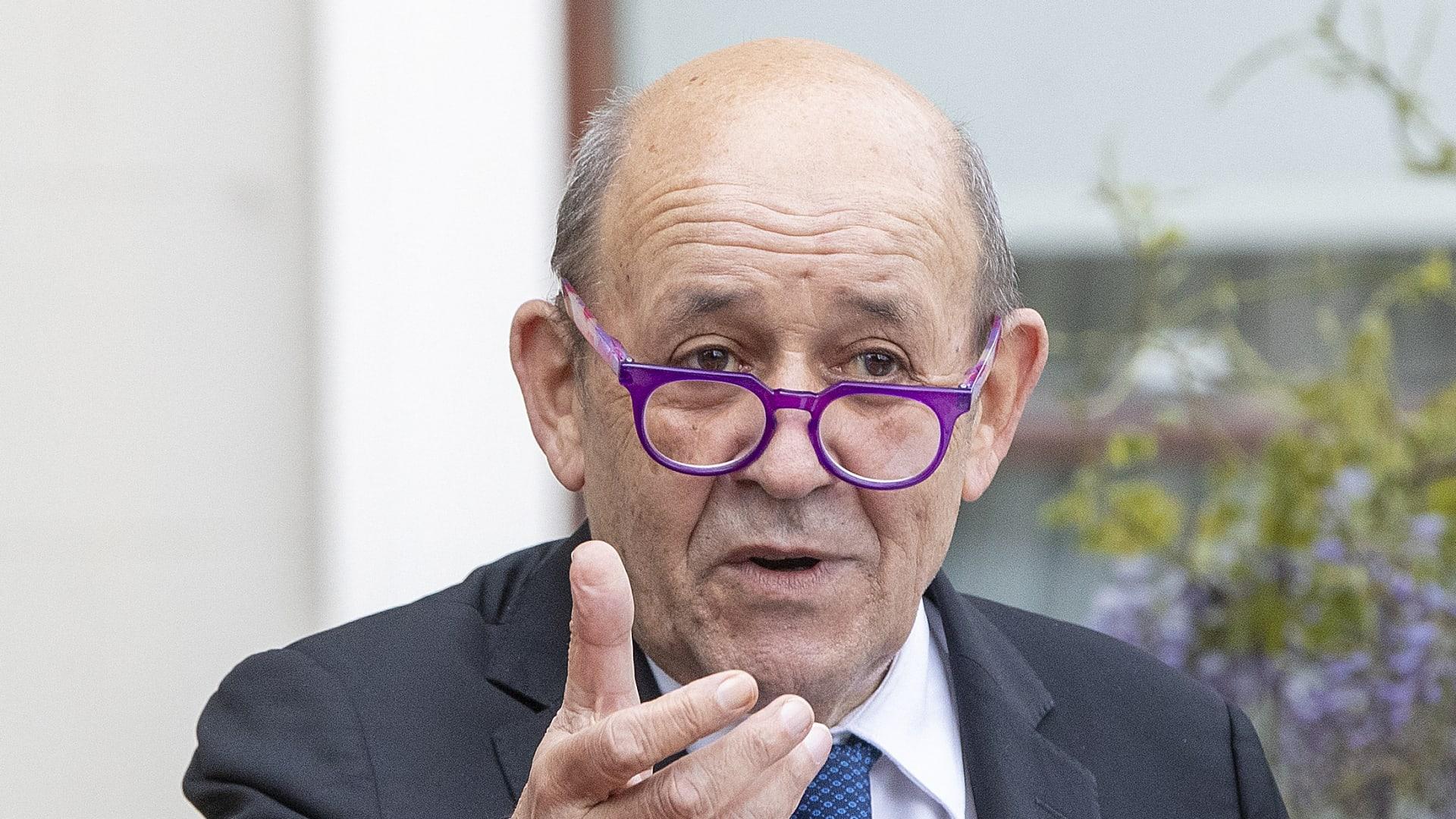 """صفقة الغواصات النووية: وزير خارجية فرنسا يهاجم أمريكا وأستراليا وبريطانيا ويتهمتهم بـ""""الكذب والانتهازية"""" thumbnail"""