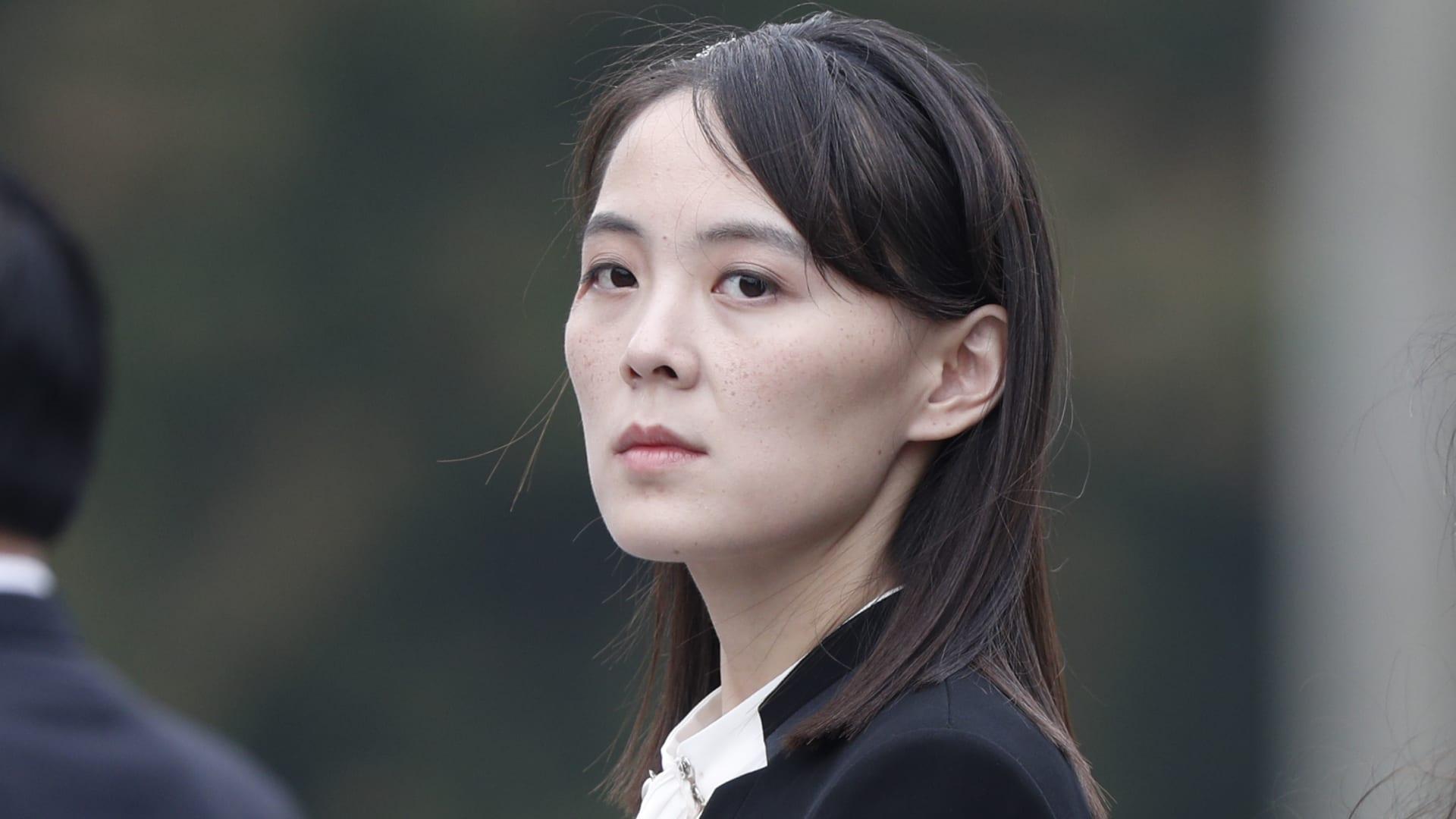 """شقيقة زعيم كوريا الشمالية تحذر بايدن من """"رائحة البارود"""" وتوجه """"نصيحة للنوم بسلام"""""""