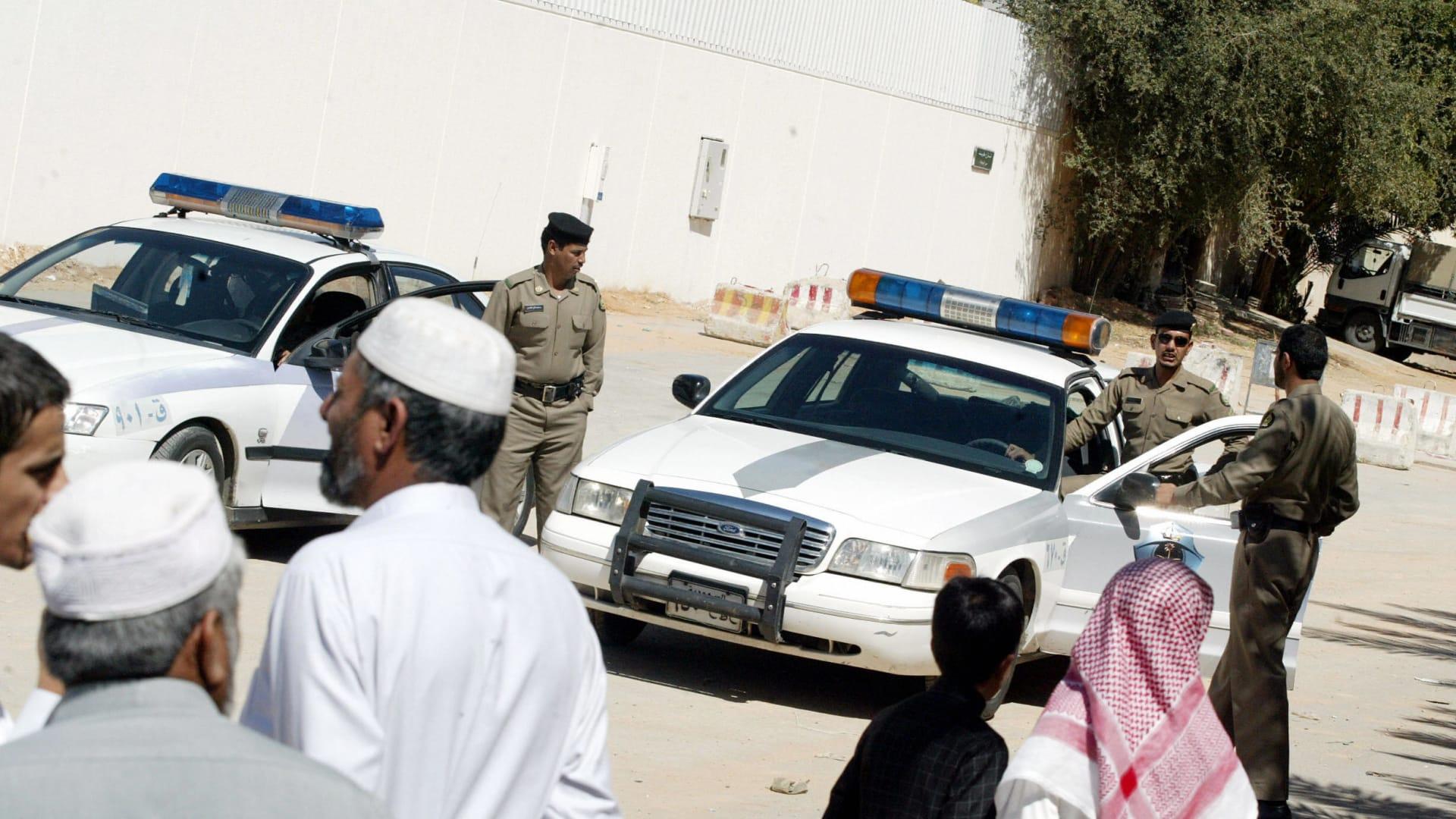صورة أرشيفية (تعبيرية) لعناصر بالشرطة السعودية العام 2006