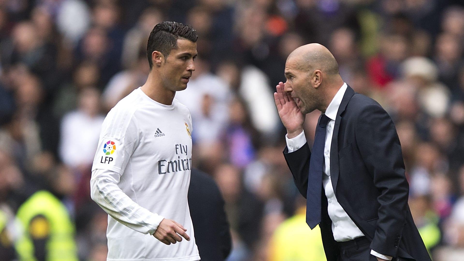 """عودة """"الصاروخ"""".. زيدان يفجر مفاجأة بشأن انتقال كريستيانو رونالدو إلى ريال مدريد وبنزيما: لست المدرب أو الرئيس"""
