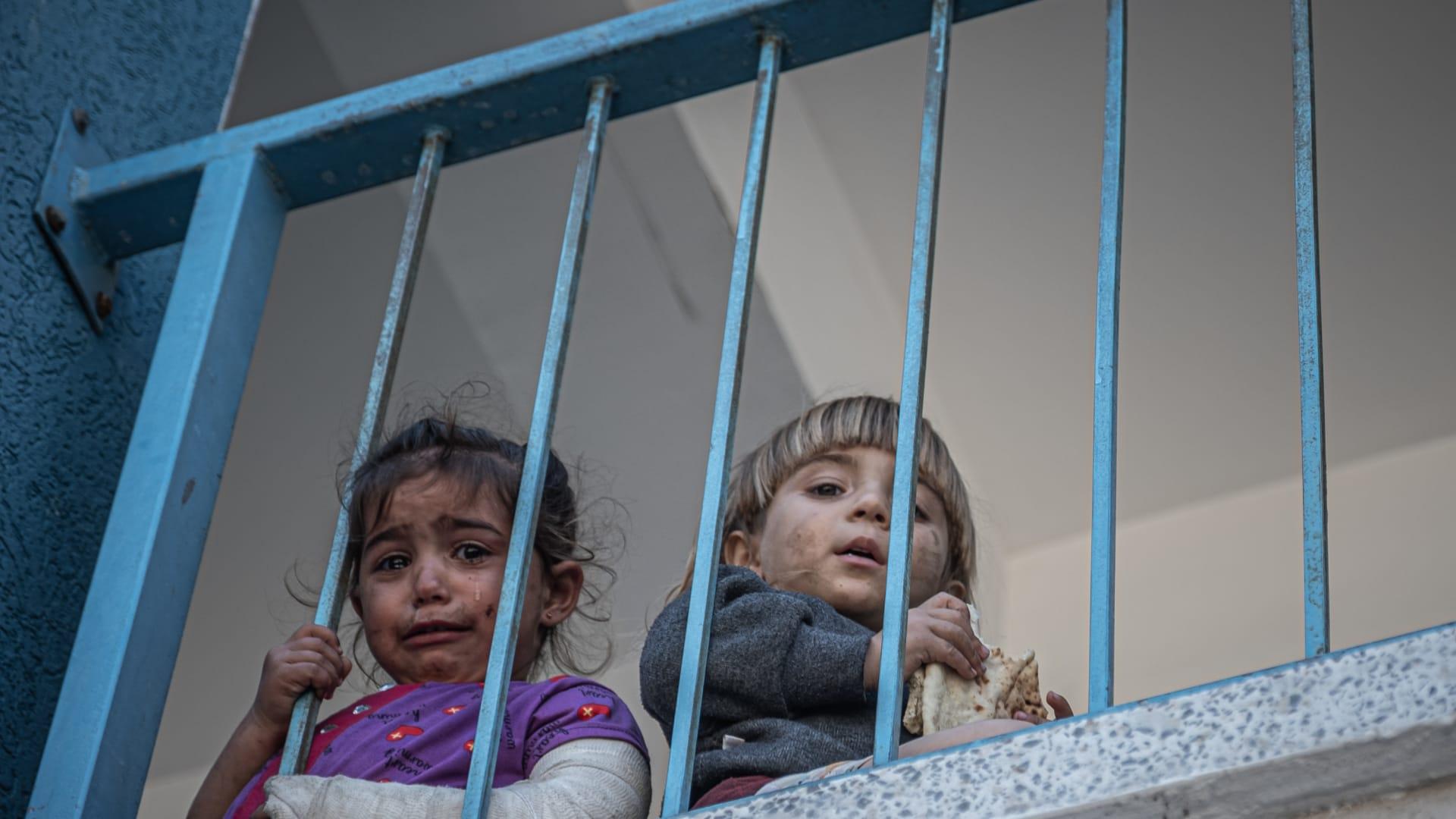 أطفال فلسطينيون في مدرسة تابعة للأونروا بقطاع غزة