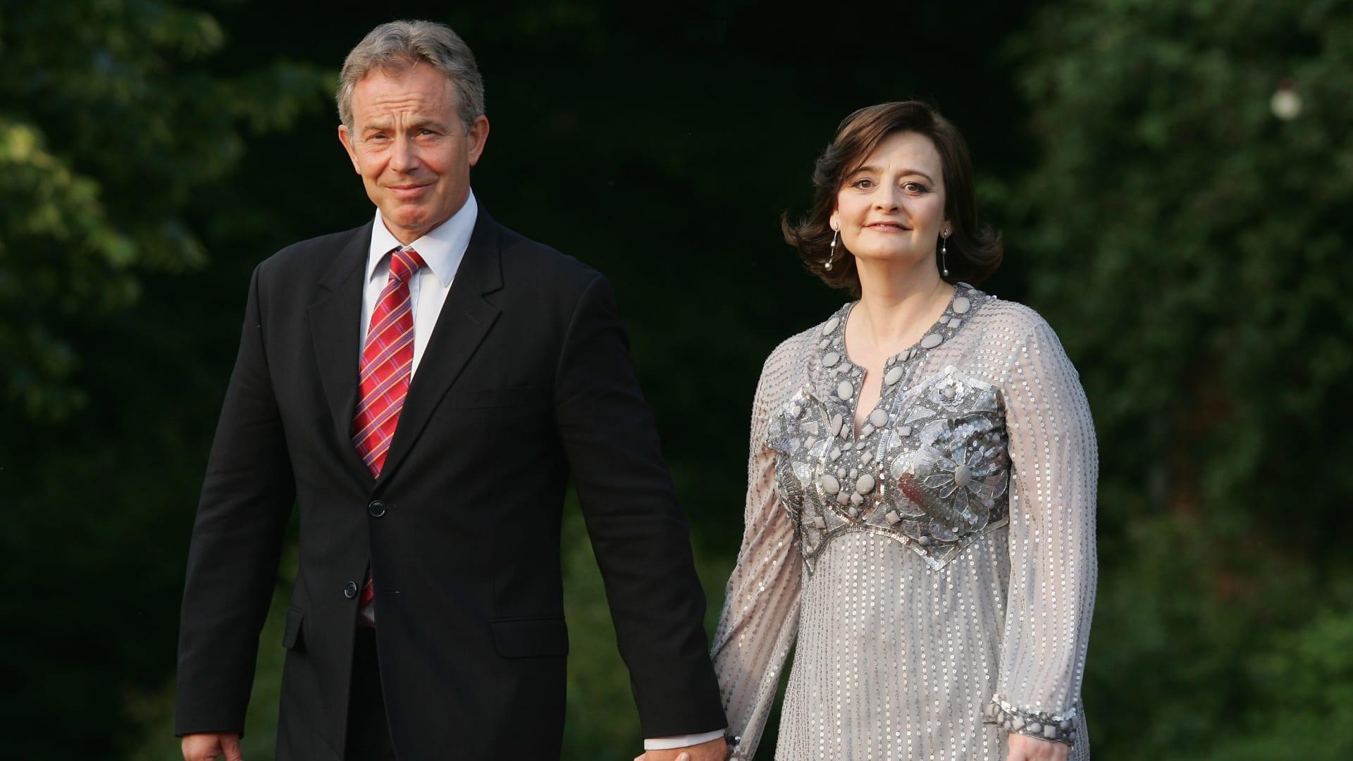 صورة أرشيفية لتوني بلير وزوجته
